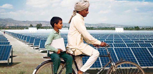 Inder-vor-Solarpark