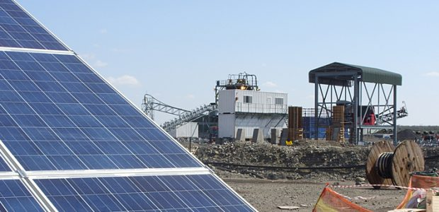Photovoltaic systems can substantially reduce the operating costs of industrial plants – like the standalone power system, which SMA equipped with the required fuel save controller, in this mine in South Africa. Diesel generator output: 2 x 800 kVA; photovoltaic output: 1 MWp; savings according to SMA: up to 450,000 liters of diesel per year.