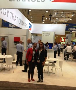 Lisa (r.) and Sirin at the Intersolar North America