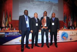 SMA just won the innovation award at Eurafric which takes place until november 2014 at Lyon. Souleymane Niang (third from left) received the award for the new Sunny Tripower inverter 20000/25000TL.