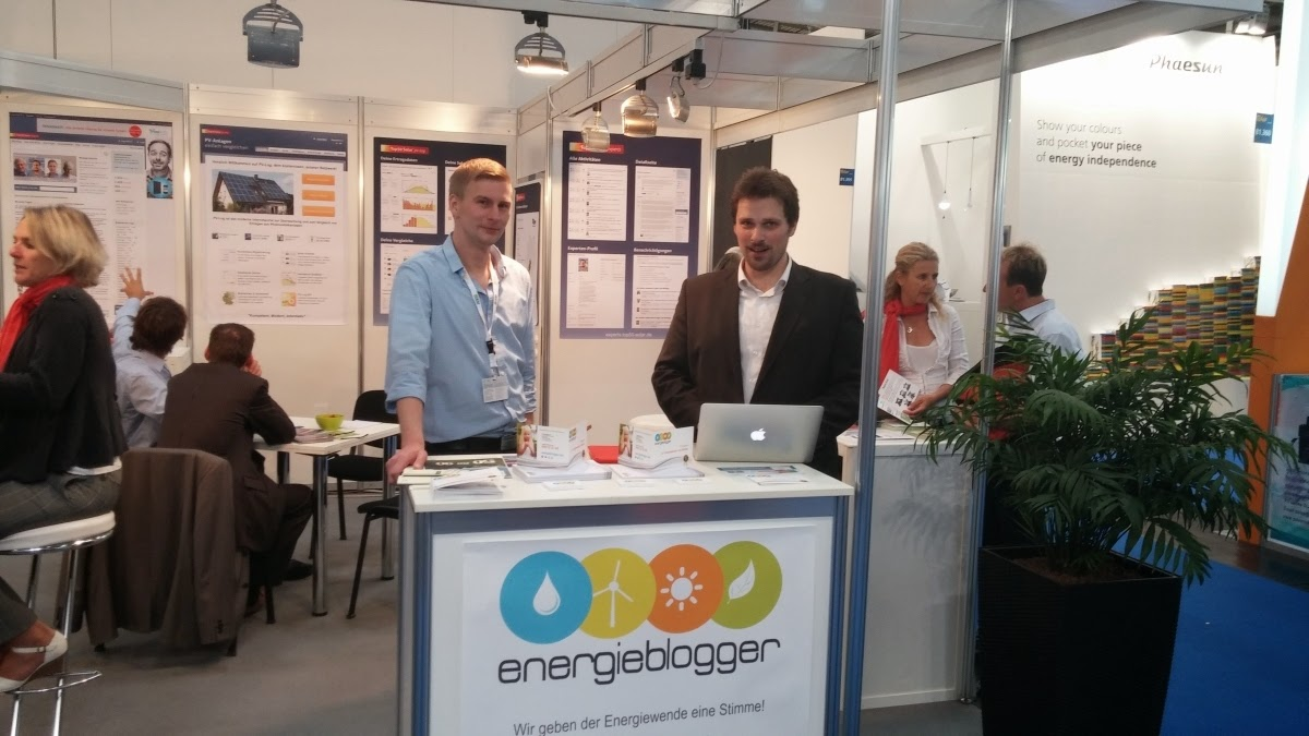 Daniel Bönnighausen and Kilian Rüfer at the Energy Bloggers booth at Intersolar 2014.