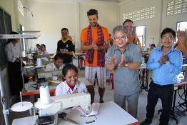 Sewing with solar power: premiere at Koh Krolor school.