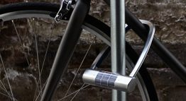 Solar energy and a battery allow you to lock your bike securely with Skylock.