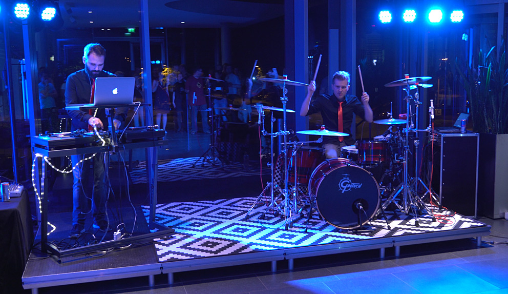 With beats from the turntables and the drums, Ben&Hitch kept the cheerful SMA employees entertained even after midnight.