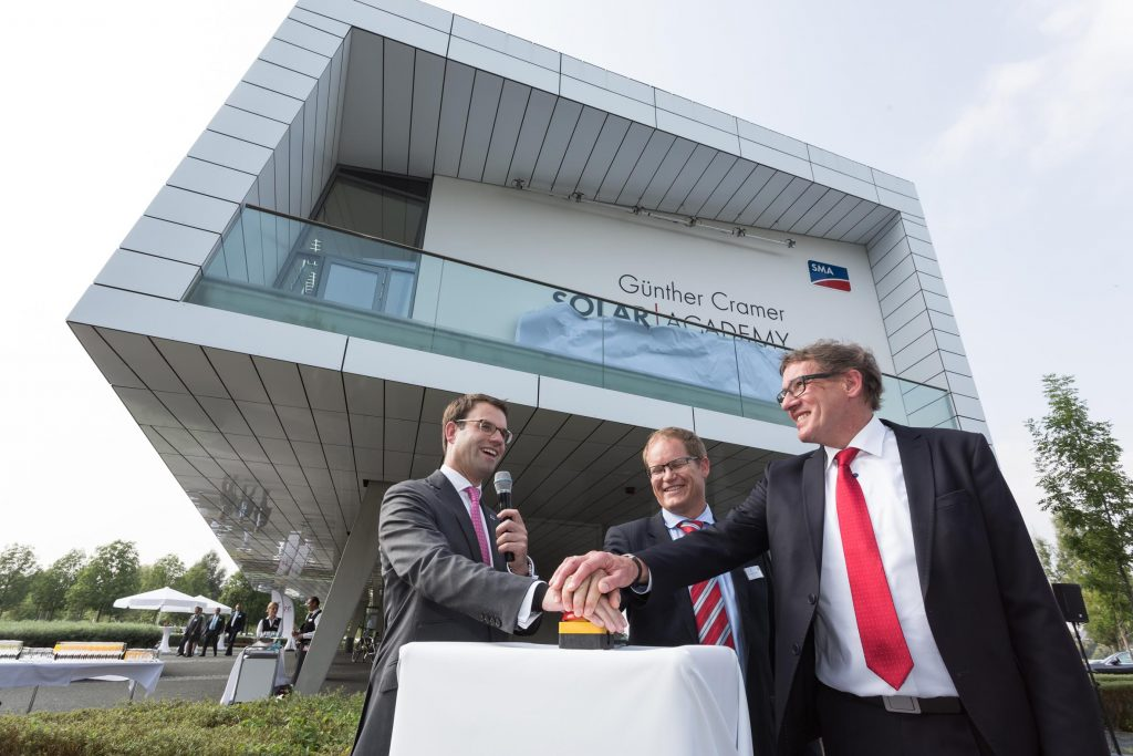The curtain comes down: To mark the company's anniversary, the SMA Solar Academy was renamed Günther Cramer Solar Academy in honor of Günther Cramer.