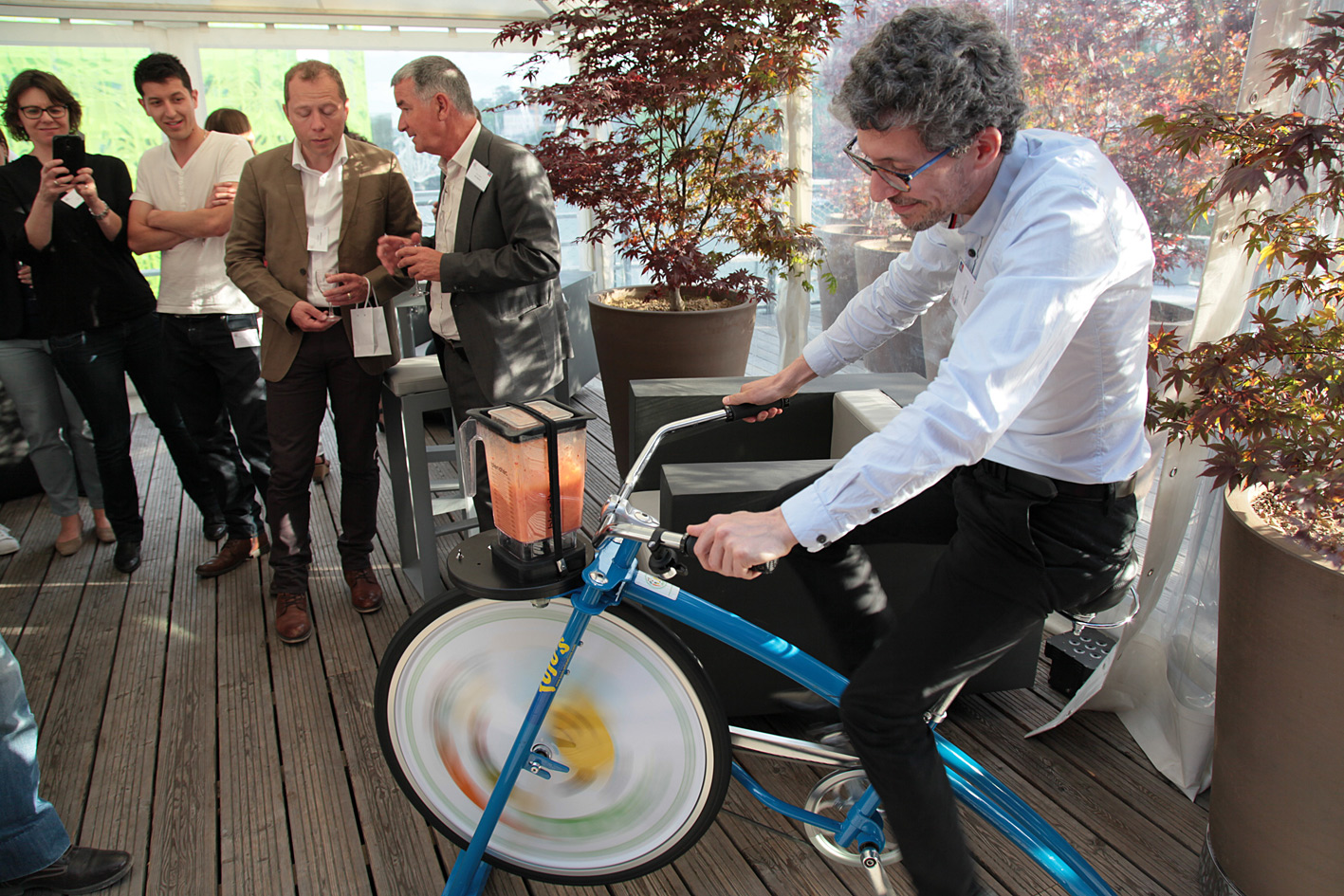 Energy that changes: the smoothie bike was a highlight at the celebration party.