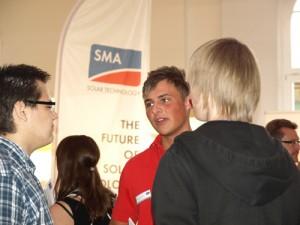 Moritz berät Schüler über die Ausbildung bei SMA
