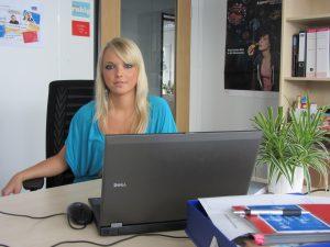 Maria an ihrem Arbeitsplatz