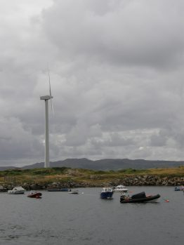 Verspargelung der Landschaft? Ein Windrad in der Natur. Quelle: A. Radcke