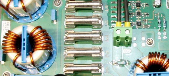 Kurzschlussbrücken im Sunny Mini Central-Wechselrichter
