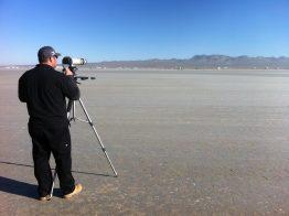 Matt Marx von SMA America bereitet die Videoaufnahme des Landgeschwidnigkeitsrekords vor.