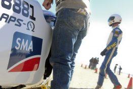 Rennfahrer Jim Hoogerhyde bei der Vorbereitung für einen der drei Rekordversuche