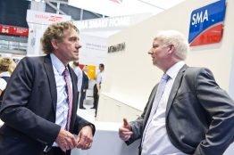 Martin Rothert (rechts) im Gespräch mit Technologievorstand Roland Grebe auf der Intersolar Europe 2013