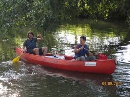 Der erste Versuch auf dem Kanu.