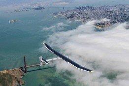 Das Solar-Flugzeug über Los Angeles.