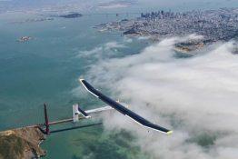 Das Solar-Flugzeug über Los Angelos.