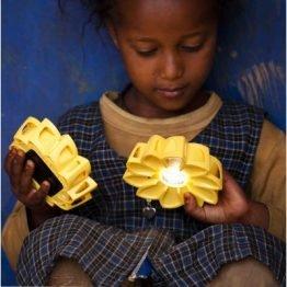 """Schön, funktional und sinnvoll: Die Solarlampe  """"Little Sun"""" .Quelle: Lilli Green Shop"""