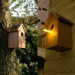 Das Solarvogelhaus soll abends Insekten anlocken. Quelle: Lilli Green Shop