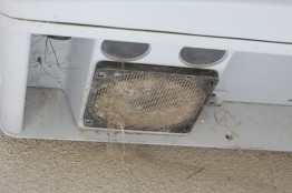 Example 2: The inverter's air exhaust grille should be cleaned regularly.