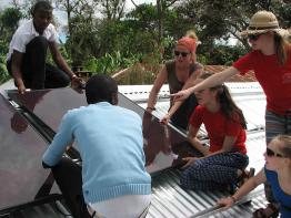 Teamwork auf der tansanischen Schule