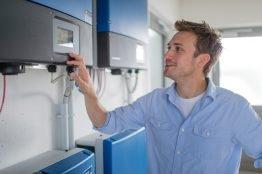 Akut betroffene PV-Anlagen erhalten eine kurzfristige Servicefirmware