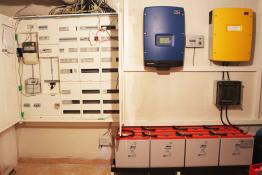 Unser Smart Home System mit Sunny Home Manager, Sunny Tripwer-, Sunny Island-Wechselrichter und dem Batteriespeicher (v.l.n.r.)