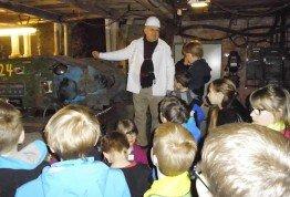 Mitarbeiter-Kinder besuchen bei den SMA Ferienspielen den Besucherstollen in Borken