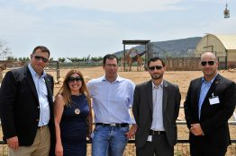 Die SMA-Kollegen: Haris Christidis, General Manager; Vicky Zervoudi, Marketing Director, Georgios Paparoupas Service Engineer, Dimitrios Kyriakopoulos Project Manager, Michalis Panagiotou service Director im Athener Zoo