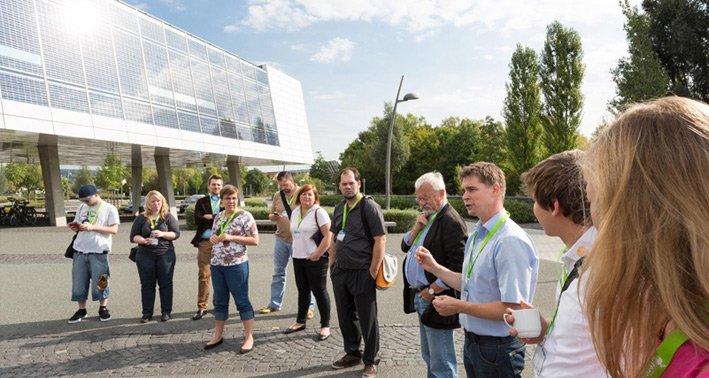 Auch dieses Jahr wird es wieder eine Führung durch die netzautarke SMA Solar Academy geben. Foto: Heiko Meyer