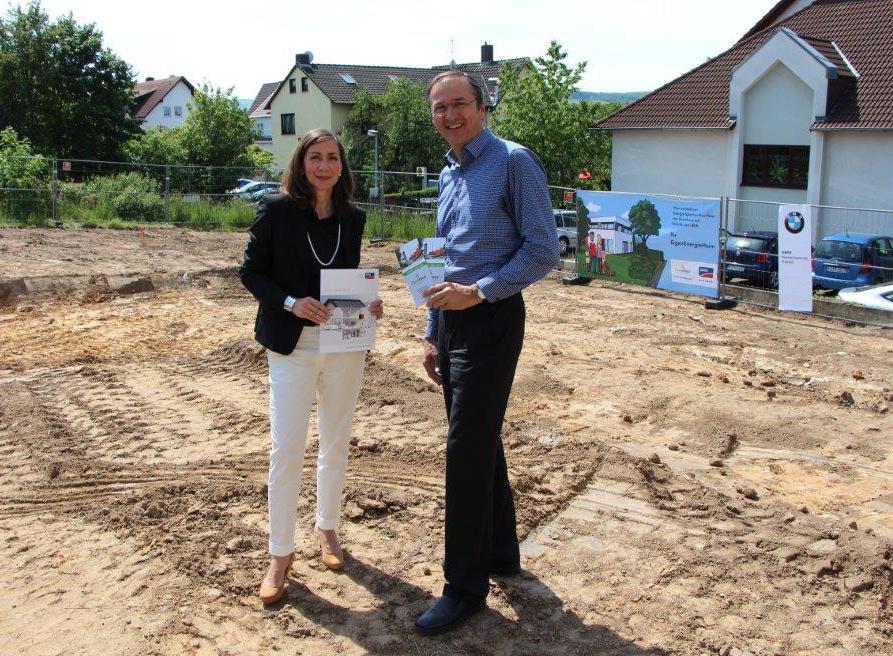 Anja Jasper, SMA und Matthias Krieger , Dynahaus, beim Spatenstich am 21. Mai 2014