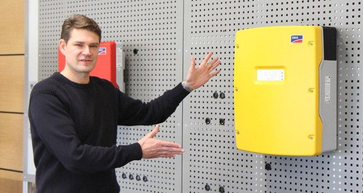 Ralf Rietze presents new Sunny Island inverter of SMA