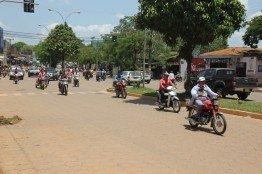Die Zweiräder gehören in Cobija fest zum Stadtbild.