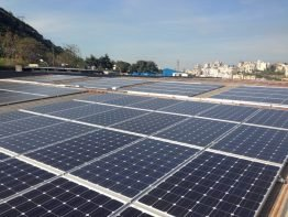 Der Inhaber einer Plastikfabrik in Zouk Mosbeh, Libanon hat sich in seiner Firma für ein PV Diesel Hybridsystem entschieden. Die SMA Fuel Save Solution reduziert den Verbrauch von teurem Strom aus dem öffentlichen Netz sowie teurem Dieselkraftstoff und optimiert die Nutzung der Solarenergie.