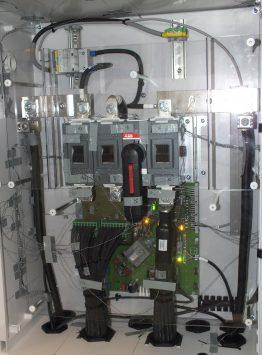 Temperaturverhalten: An verschiedenen Komponenten werden Sensoren angebracht, um das Temperaturverhalten bei unterschiedlichen Betriebsbedingungen zu testen.