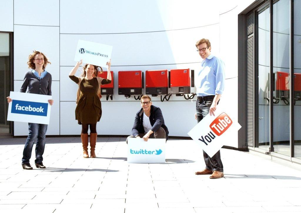 Lena Neumann, Leonie Blume, Gerrit Nass, Henrik Schenck vom damaligen Social Media Team.