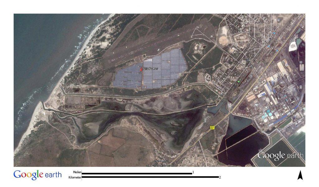 Das indische Solarkraftwerk liegt nicht nur nah am Meer sondern auch in unmittelbarer Nähe zu einem Chemiewerk