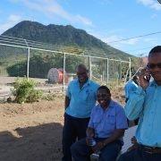 Mitarbeiter des lokalen Energieversorger Stuco, der die Anlage betreibt, in einer Schulungspause.