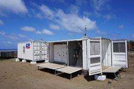 PV-Systemtechnik kompakt und wettergeschützt in Containern untergebracht.