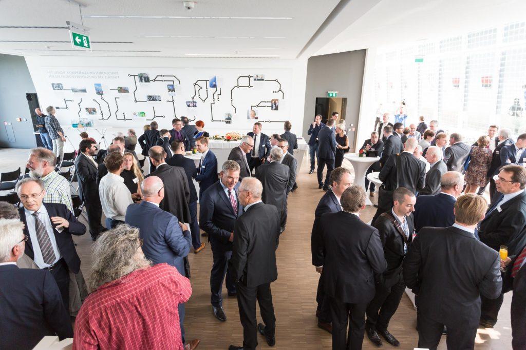 Der Festakt anlässlich des Firmenjubiläums fand in der Solar Academy mit über 150 Gästen statt.