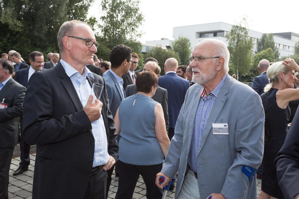 SMA Weggefährten: IdE Geschäftsführer Dr. Hoppe-Kilpper im Gespräch mit Prof. Dr. Postlep, ehemaliger Präsident der Universität Kassel.