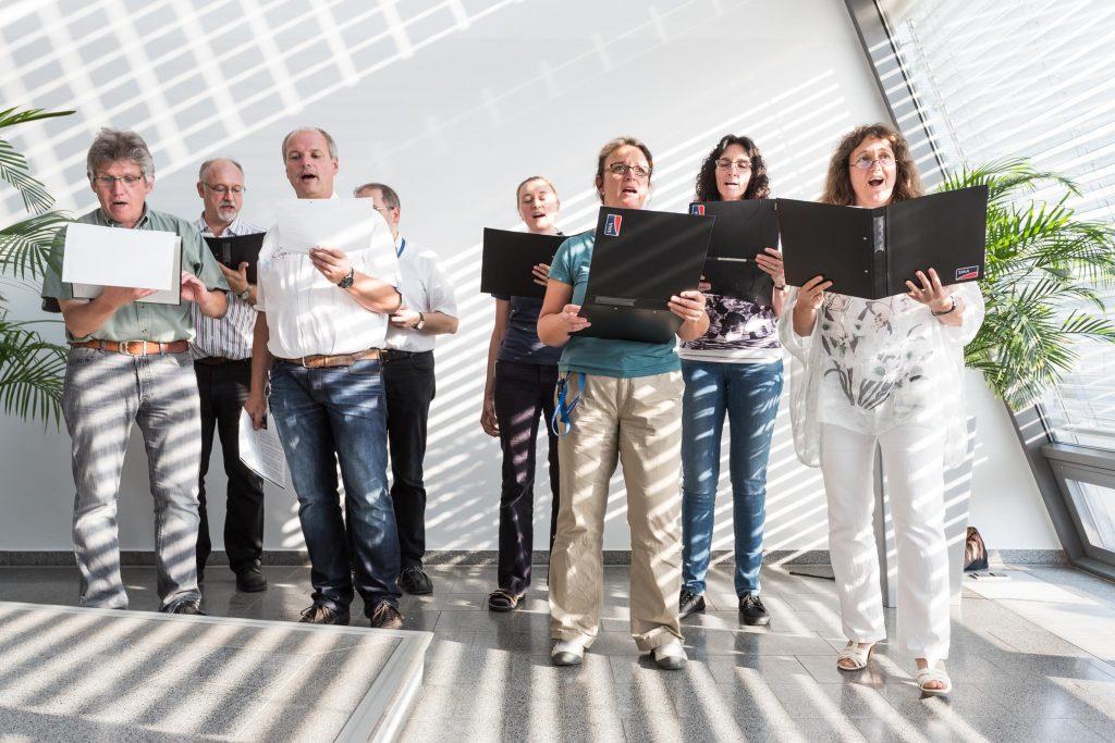 Traditionen werden gepflegt: Der SMA Capella Chor ist fester Bestandteil im Programm des Sommerfestes.
