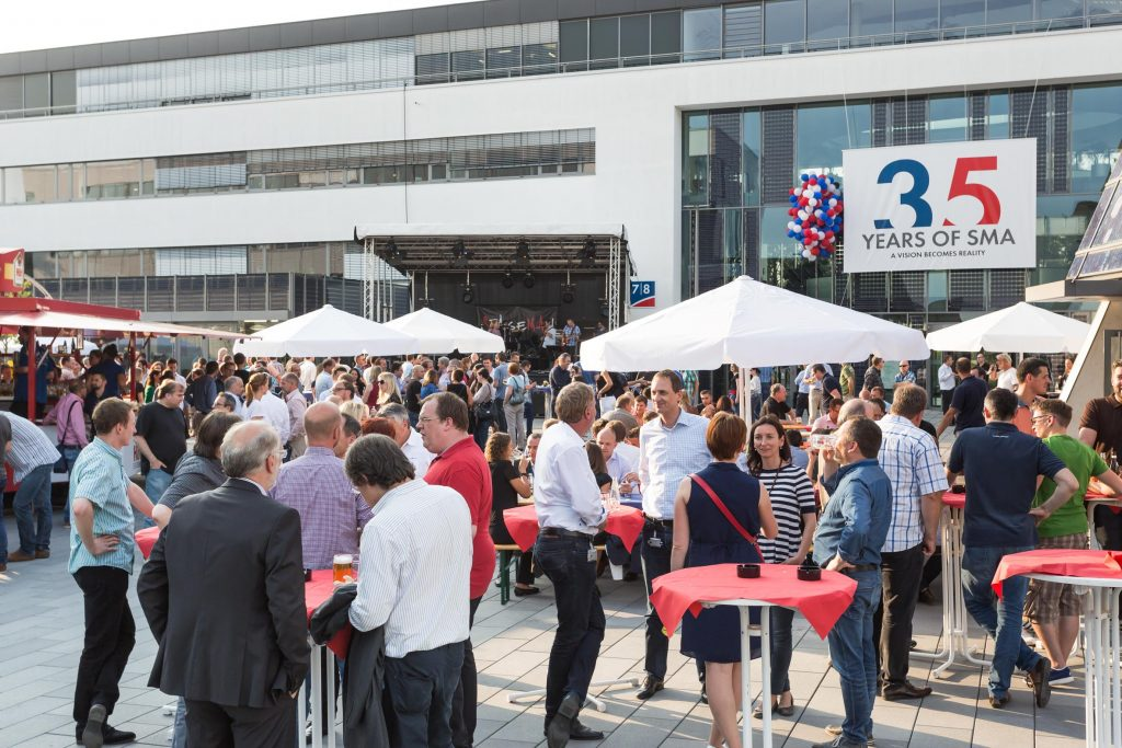 Ab 15:00 Uhr feierten auch die SMA'ler das 35-jährige Firmenjubiläum auf dem Gelände an der Sonnenallee in Niestetal.