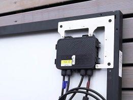 Einfach mehr Solarerträge: TS4R-Komponenten an den Modulrahmen klemmen und fertig.