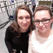 Viktoria und ich in der EMV-Kammer