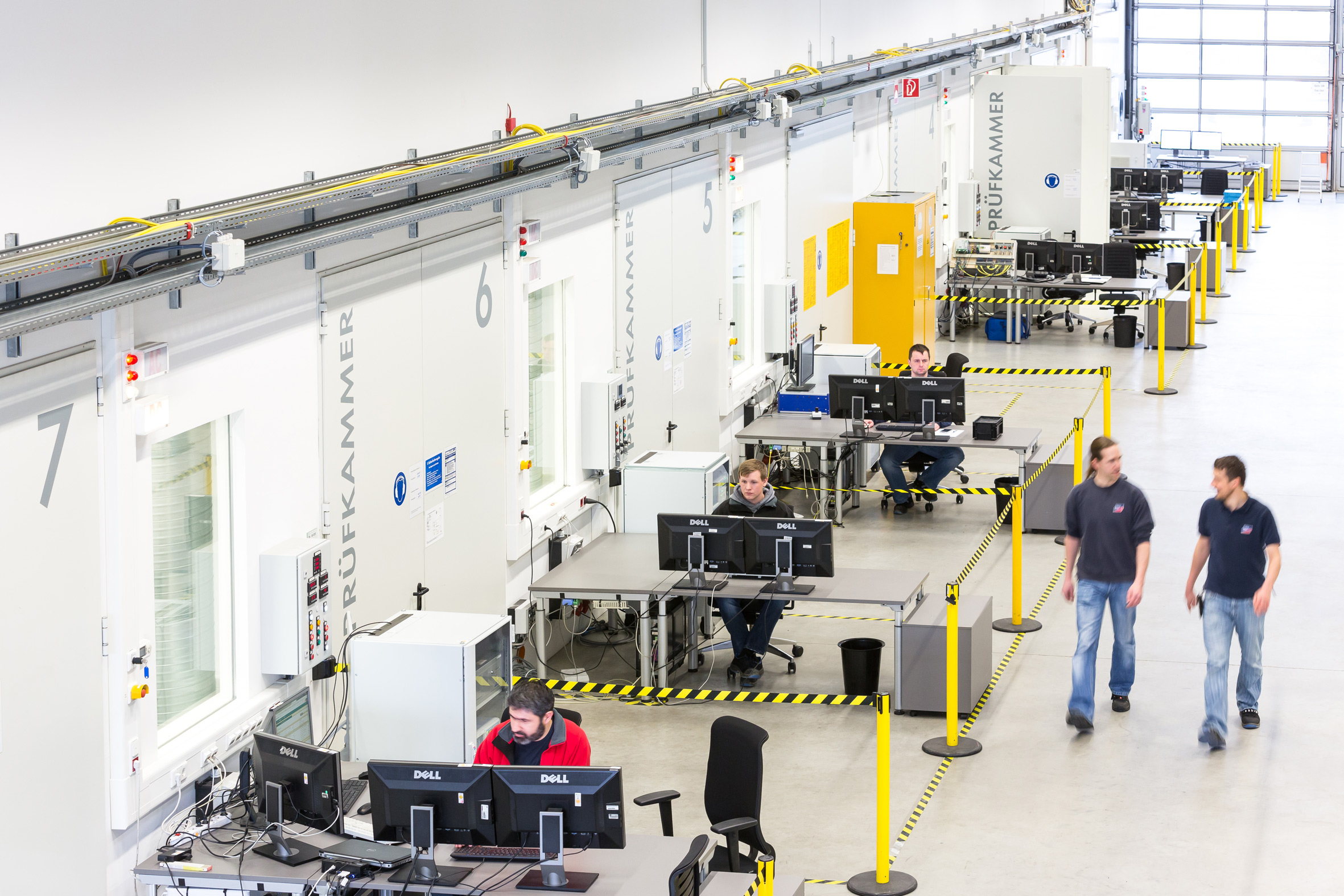Die entwicklungsbegleitende Testeinrichtung für Zentral-Wechselrichter umfasst mehrere Prüfkammern