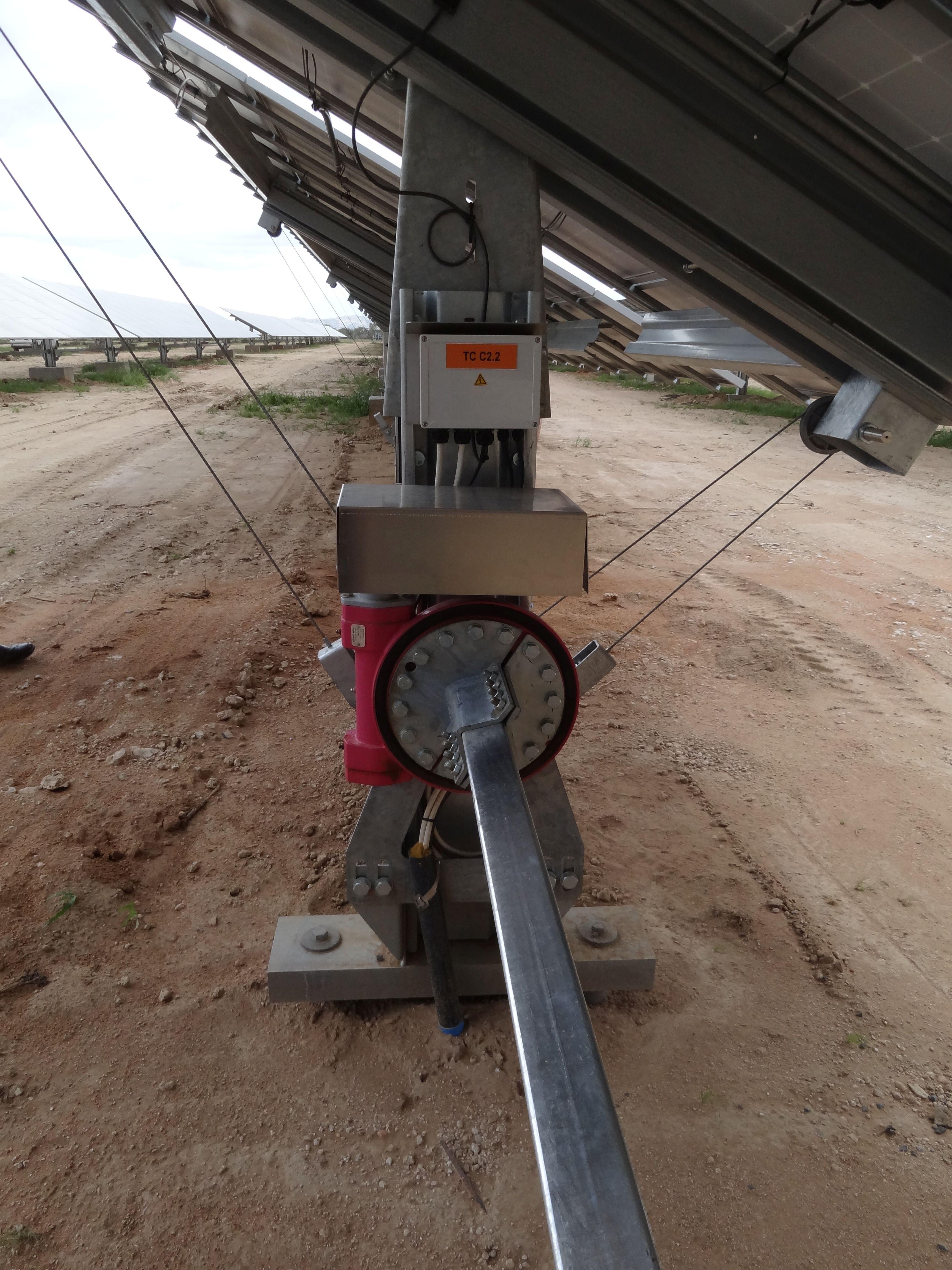 Die Tracker sind sonnennachgeführt und steigern den Energieertrag um 25 Prozent