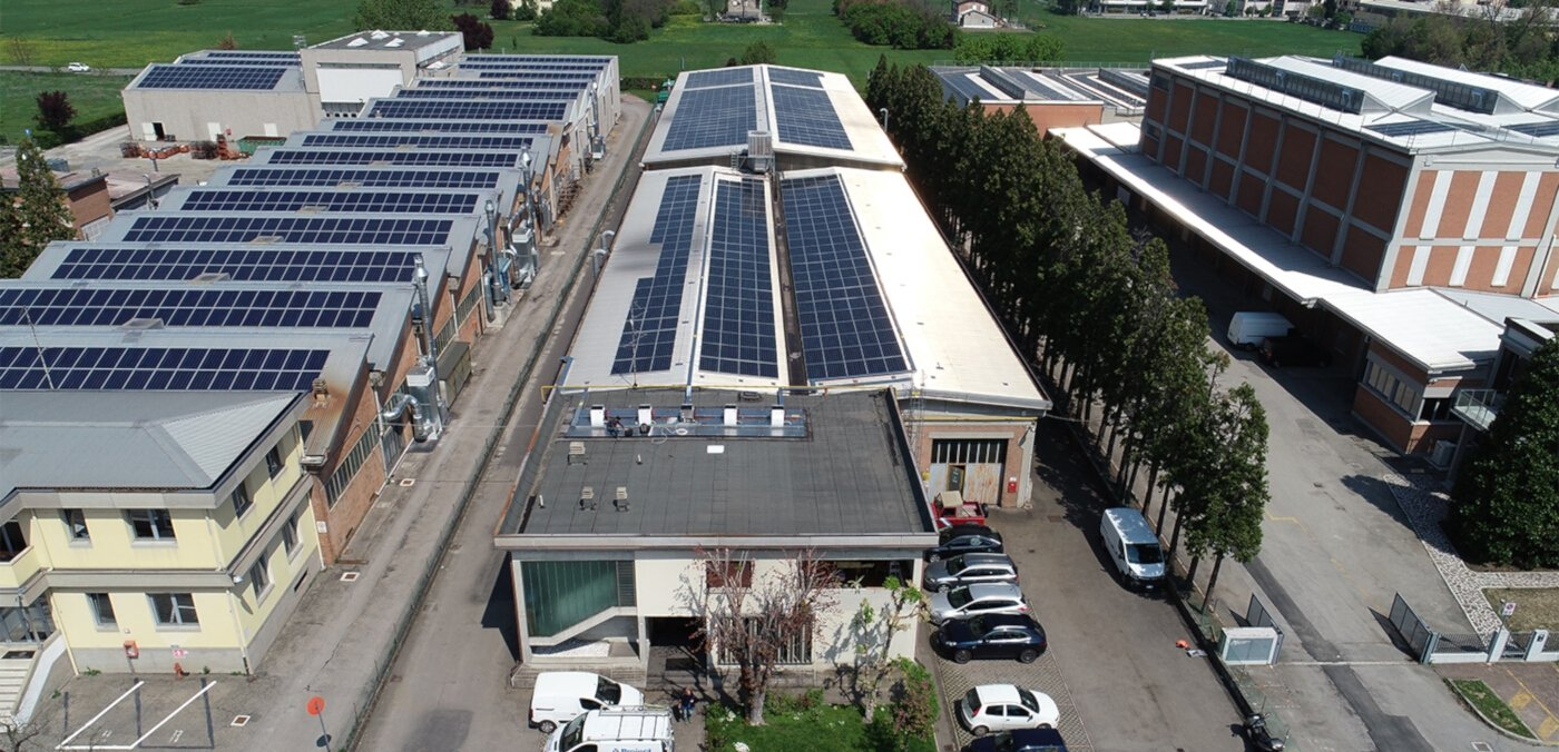Solar system on the factory roof saves 50,000€ per year