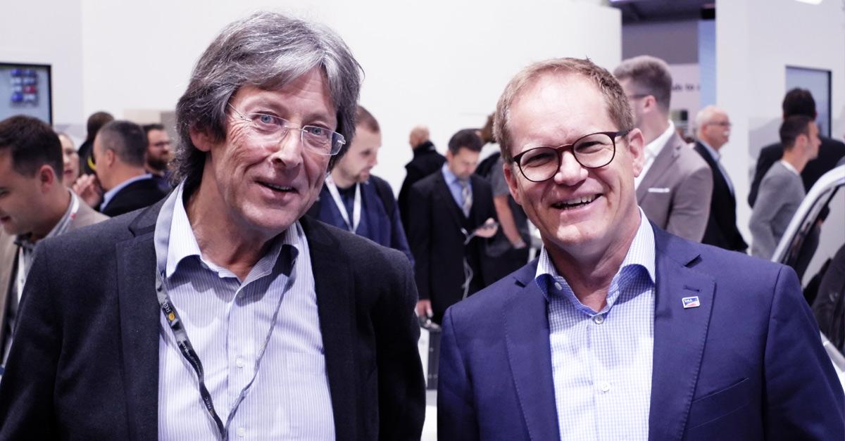 Installateur Steve Wade (rechts) mit SMA CEO Jürgen Reinert bei der Intersolar 2019